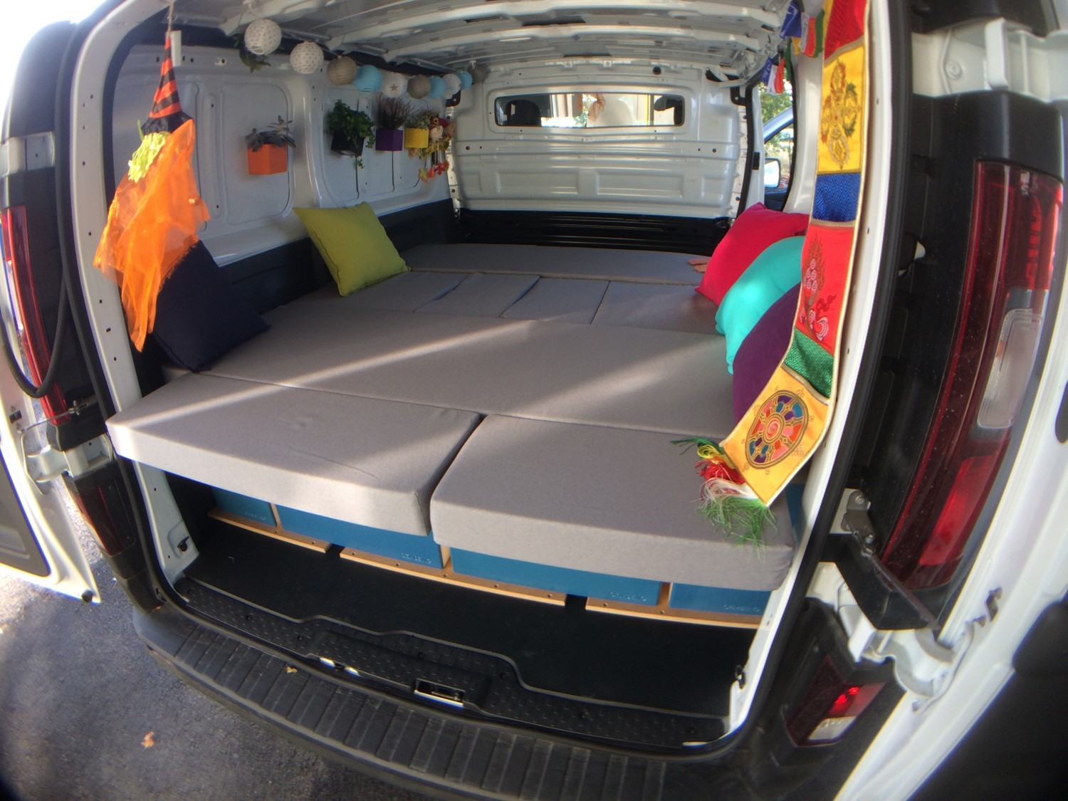 Nissan NV300 transformé en camping-car
