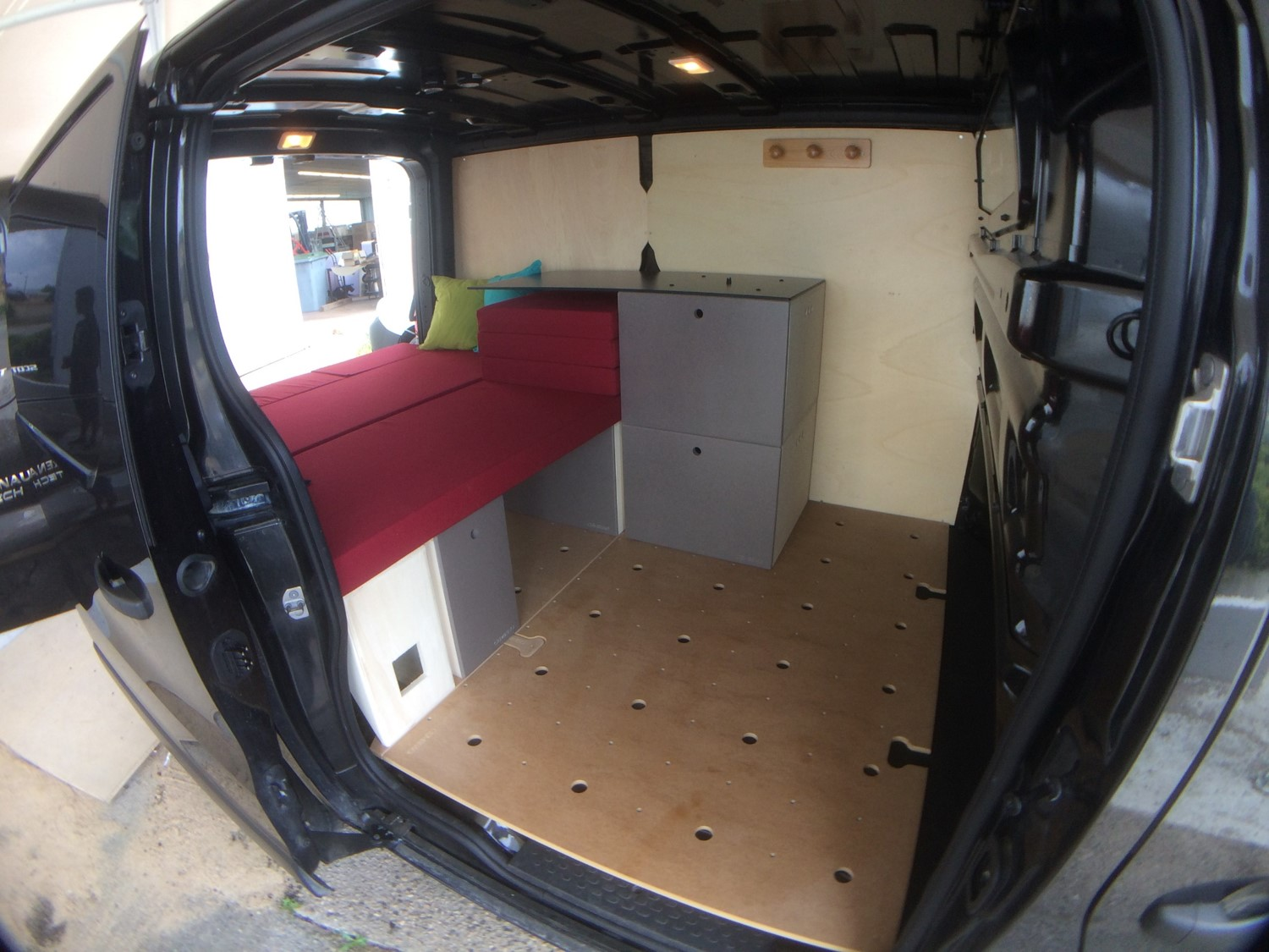 kit amenagement van dans un Nissan NV300