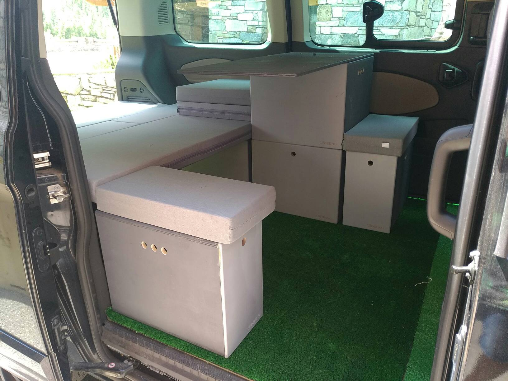 amenagement camping-car dans un ford custom tourneo